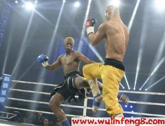 [视频]一龙vs血钻迈克 一记飞膝KO对手